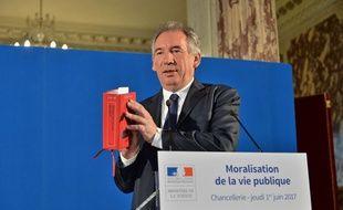 François Bayrou aime citer le Code pénal