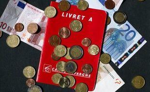 Sauf coup de théâtre, le taux du Livret A va être finalement ramené à 1,75% le 1er février, contre 2,25% actuellement, après que la Banque de France a recommandé de déroger à la règle et d'épargner à ses détenteurs un recul aussi important que redouté.