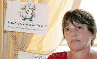 Marie Humbert, la mère du jeune Vincent Humbert, un jeune tétraplégique décédé en 2003, lors d'une conférence de presse avec Vincent  Léna, magistrat et président de l'association Faut qu'on s'active!,  le 18 juin 2008 à Paris.