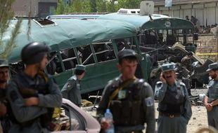 Un double attentat-suicide revendiqué par les talibans a visé le 30 juin à Kaboul un convoi des policiers
