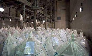 """Ces centaines de """"big bags"""" renferment des déchets nucléaires faiblement radioactifs entreposés dans les locaux de l'usine de Pierrelatte"""