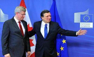 L'UE et le Canada ont conclu vendredi l'accord de libre-échange, négocié depuis 2009 et censé accroître de plus de 20% les échanges commerciaux entre les deux zones, a annoncé le président de la Commission européenne, José Manuel Barroso aux côtés du Premier ministre canadien Stephen Harper.