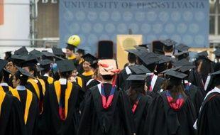 """L'heure des inscriptions à l'université approche aux Etats-Unis avec son corollaire: la facture à payer. Et rembourser les prêts contractés pour des études de plus en plus chères, peut être le fardeau de toute une vie dans un pays où la """"dette étudiante"""" explose."""