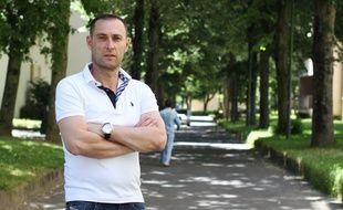 Arbi a passé sept ans en prison pour trafic de stupéfiants. Il a imaginé un jeu de société pour informer sur le milieu carcéral.