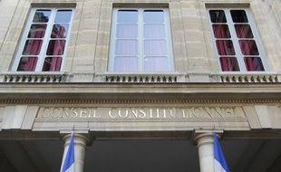 """La France doit-elle réviser sa constitution avant d'adopter le dernier traité de stabilité budgétaire européen et sa """"règle d'or""""? Le Conseil constitutionnel tranchera jeudi cette question d'apparence technique mais aux répercussions très politiques."""