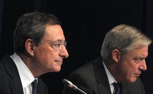 Le gouverneur de la Banque de France Christian Noyer a mis en garde contre les conséquences d'un défaut des Etats-Unis sur leur dette, qui, souligne-t-il, provoquerait des turbulences extrêmement violentes sur l'ensemble des marchés financiers de la planète.