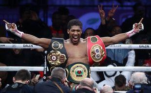 Anthony Joshua récupère ses ceintures de champion du monde des poids lourds.