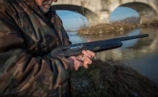 Illustration d'un chasseur avec son fusil, ici en Indre-et-Loire.
