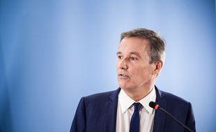 Selon Nicolas Dupont-Aignan, « tous les partis d'opposition à Emmanuel Macron se voient couper les crédits bancaires.»