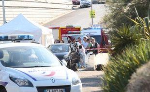 Dans le quartier Frais-Vallon à Marseille, un homme indentifié comme   étant le fils de José Anigo, directeur sportif de l'OM, a été abattu par   deux individus à scooter, le 5 septembre 2013.