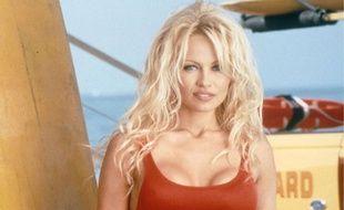 Pamela Anderson dans Alerte à Malibu en 1995