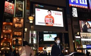 People look at a large TV screen in Tokyo on January 27, 2015 showing news reports about Japanese men Kenji Goto who has been kidnapped by the Islamic State group. Islamist militants' demand for the release of a jihadi on Jordan's death row in exchange for a Japanese hostage is an attempt to chip away at the US-led coalition against extremism in the Middle East. The Islamic State group, which controls swathes of Iraq and Syria, is hoping to sow dissent among Jordan, Japan and the United States by offering to spare the life of journalist Kenji Goto.   AFP PHOTO / Yoshikazu TSUNO