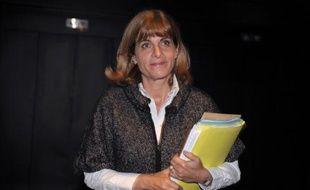 L'ex-patronne d'Areva, Anne Lauvergeon, a assigné en référé le groupe nucléaire et la société Apic, chargée du premier rapport sur l'achat d'UraMin, a-t-on appris auprès de ses avocats confirmant une information de l'Express.fr