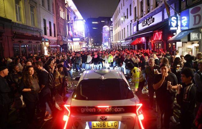Coronavirus au Royaume-Uni: Les pubs pris d'assaut par la foule pour leur réouverture