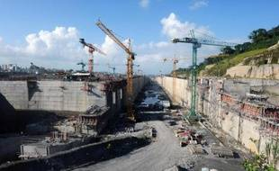 Le Consortium international chargé des travaux d'élargissement du canal de Panama a démenti mercredi soir la suspension de l'ouvrage annoncée plus tôt par l'autorité du canal, engendrant confusion et inquiétudes alors que le chantier prend du retard.