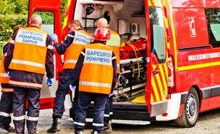 Des sapeurs-pompiers et sapeuses-pompières en action. (illustration)