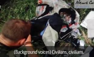 Une vidéo diffusée par un média australien montrerait le pillage des effets des passagers du vol MH17, abattu au-dessus de l'Ukraine le 17 juillet 2014.