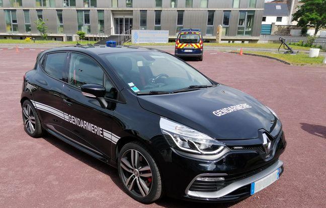 Un exemple de véhicule saisi et transformé par la gendarmerie nationale qui l'utilise au quotidien. Ici une Clio RS.