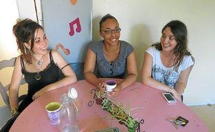 Maxime, Lorraine et Mégane (de gauche à droite) ont organisé la fête de l'école Alain-Fournier, à Bellevue.