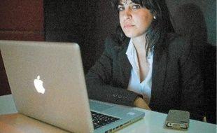 Face à la montée des salafistes (à g.) soupçonnés d'être à l'origine des violences antiaméricaines, le pouvoir a sorti les grands moyens pour rassurer la population.Lina, blogueuse et activiste.
