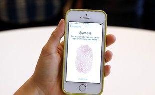 L'iPhone 5S est équipé de Touch ID, un système d'identification par empreinte digitale.