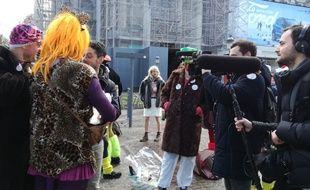 L'équipe de Quotidien interview des carnavaleux à Lille.