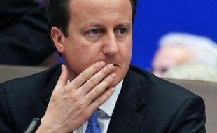 La confirmation du retour en récession du Royaume-Uni a encore accru jeudi la pression sur le Premier ministre David Cameron pour qu'il lâche du lest dans sa politique d'austérité au profit de la croissance, en plein débat européen sur les moyens de relancer l'économie.