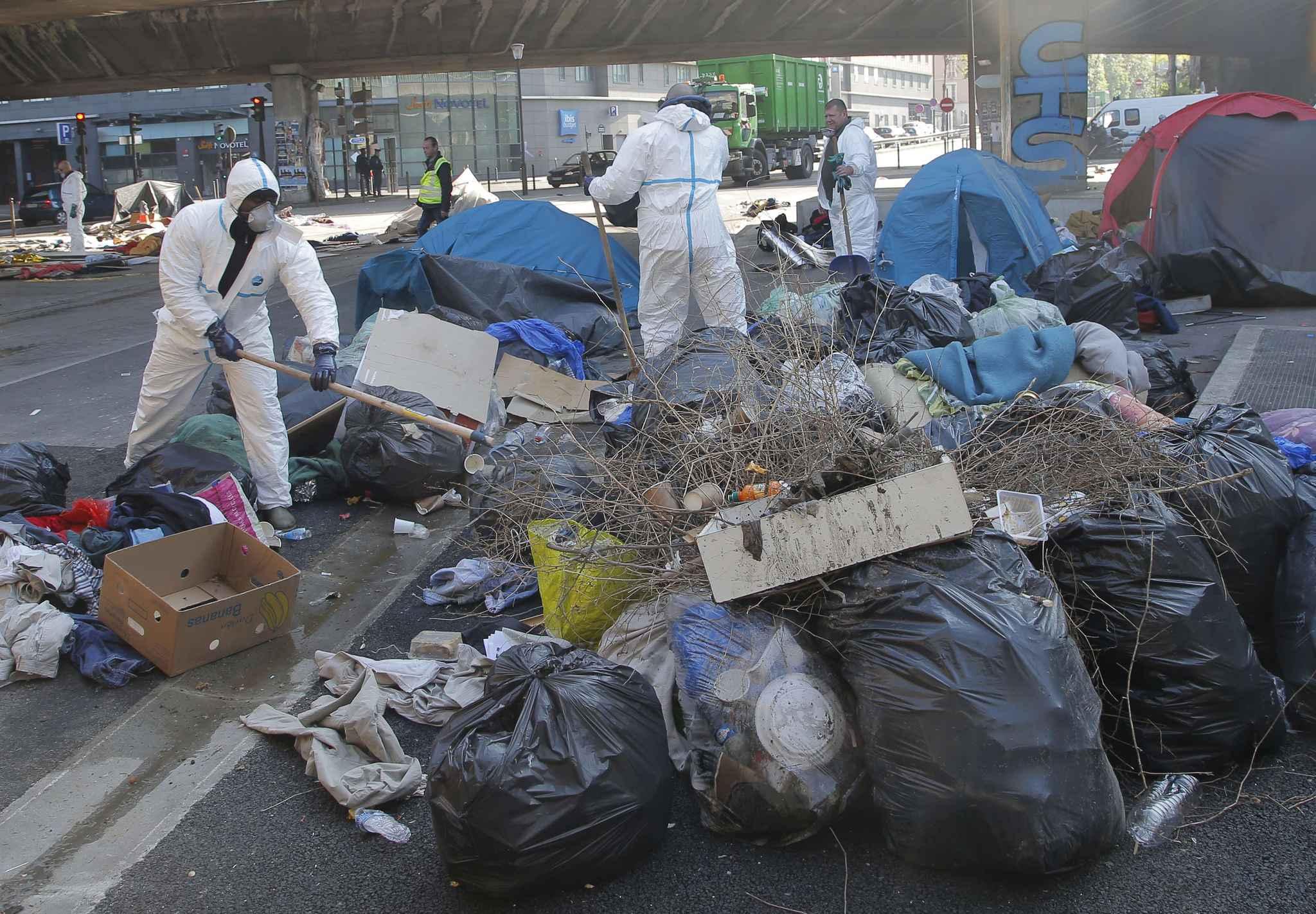 Paris les migrants vacu s de la porte de la chapelle seront relog s - Port de la chapelle paris ...