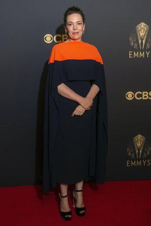Olivia Colman pose pour les photographes alors qu'elle arrive pour la célébration Netflix des 73e Emmy Awards dans le centre de Londres, le dimanche 19 septembre 2021.
