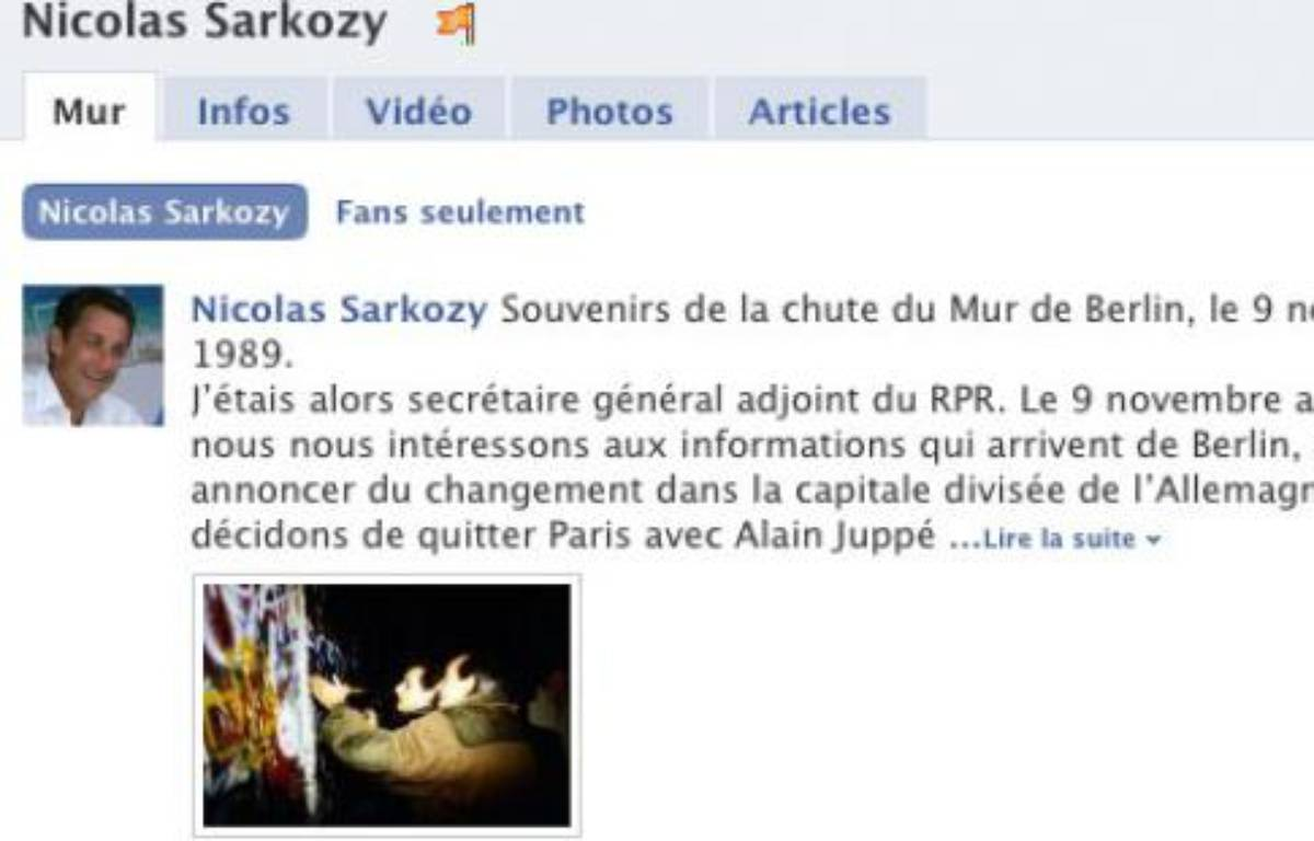 Capture d'écran de la page Facebook de Nicolas Sarkozy où on apprend qu'il a donné des coup de pioches au mur de Berlin le 9 novembre 1989. – DR