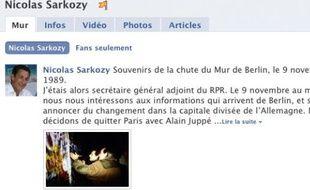 Capture d'écran de la page Facebook de Nicolas Sarkozy où on apprend qu'il a donné des coup de pioches au mur de Berlin le 9 novembre 1989.