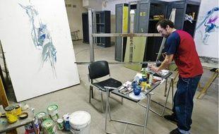 Les deux ailes de l'usine Lamartine sont divisées en plusieurs ateliers que les artistes se sont répartis non sans heurt.
