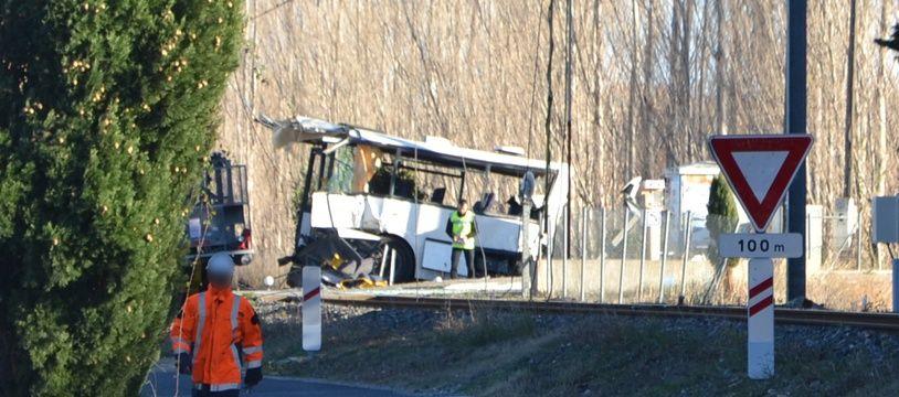 A Millas, le bus scolaire a été coupé en deux.