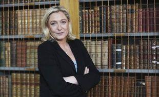 """Marine Le Pen, présidente du Front national, a évoqué mardi un """"New deal"""" sur l'immigration et dénoncé l'émergence """"de l'Union soviétique européenne"""" devant les étudiants de la prestigieuse université britannique de Cambridge où l'attendaient également une centaine de manifestants."""