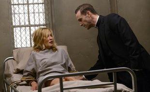 Jessica Lange et Joseph Fiennes dans la deuxième saison de «American Horror Story» .