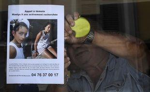Un restaurateur affiche sur sa vitrine l'appel à témoin pour retrouver Maëlys.