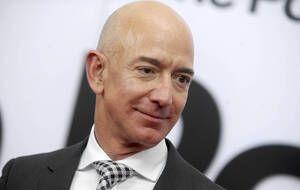 Le PDG d'Amazon, Jeff Bezos, a passé plusieurs minutes dans l'espace à bord de la capsule Blue Origin.