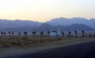 Des Bédouins armés ont enlevé vendredi dans la péninsule égyptienne du Sinaï deux touristes, un Israélien et une Norvégienne, a indiqué la police égyptienne.