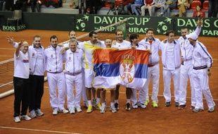 La Serbie s'est qualifiée pour les quarts de finale de la Coupe Davis après le succès de la paire Viktor Troicki/Nenad Zimonic sur le duo belge Steve Darcis/Ruben Bemelmans 6-4, 6-4, 5-7, 6-4 samedi à Charleroi.