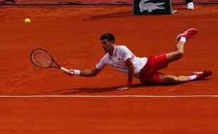 Djokovic l'acrobate face à Musetti, en 8e de finale de Roland-Garros, le 7 juin 2021.