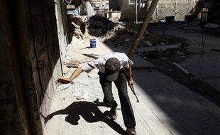 Un rebelle syrien dans le quartier de Salaheddine, à Alep, le 7 août 2012.