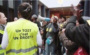 Manifestationà la chambre nationale des huissiers, à Paris, vendredi, à l'appel du DAL.
