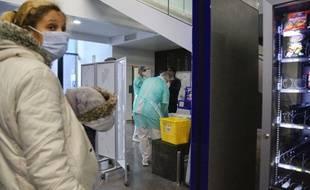 Des patients dans un hôpital de Marseille pendant l'épidémie de coronavirus