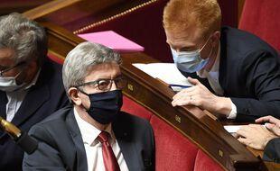 Le député Adrien Quatennens (à droite) et le leader de la France insoumise Jean-Luc Melenchon, le 13 octobre 2020 à l'Assemblée.