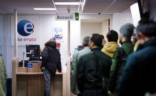 Des demandeurs d'emploi dans une agence Pôle emploi (image d'illustration).