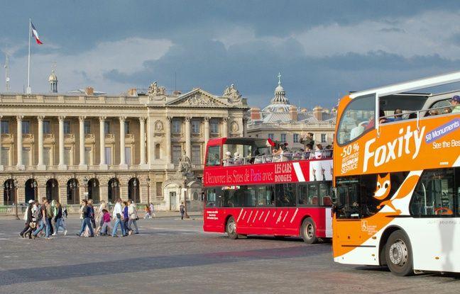 Illustration de bus de tourisme à Paris, en 2010.