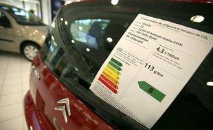 Illustration du bonus accordé aux voitures les moins polluantes, ici chez Citroën à Sarcelles.