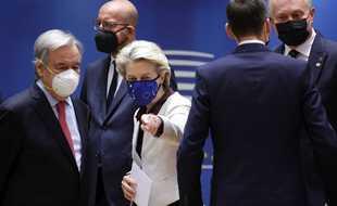 Ursula Von der Leyen, présidente de la Commission européenne et Charles Michel, président du Conseil européen, avec António Guterres, secrétaire général de l'ONU. Bruxelles, 24 juin 2021