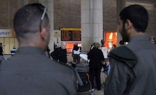 """Israël interdisait dimanche l'entrée sur son sol à des centaines de militants de l'opération """"Bienvenue en Palestine"""" dénonçant son contrôle de l'accès aux Territoires palestiniens occupés, soit à leur arrivée, soit dans les aéroports de départ."""