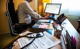 Malgre l'avis de greve des medecins prononc?' certains continuent de recevoir leur patient. Loudun, France - 23/12/2014/COLLET_1652.06/Credit:Guillaume Collet/SIPA/1412231702